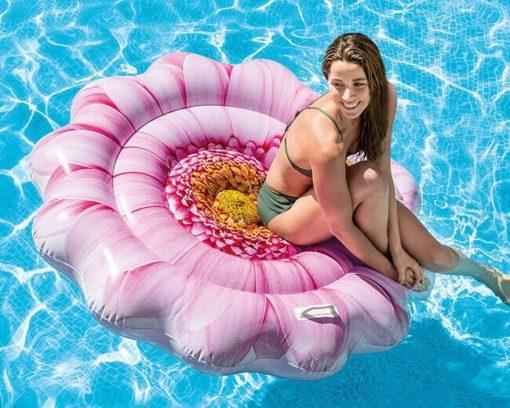bloem luchtbed in het water