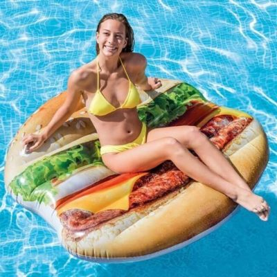 hamburger luchtbed in het water